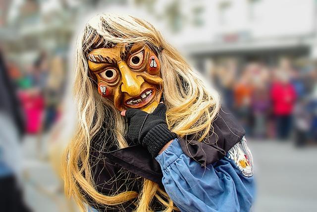 Vestiti di Carnevale per Adulti e Bambini